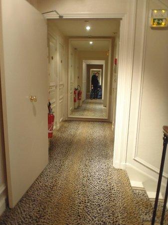 Hôtel Magda Champs Elysées : Corridor, mirrors