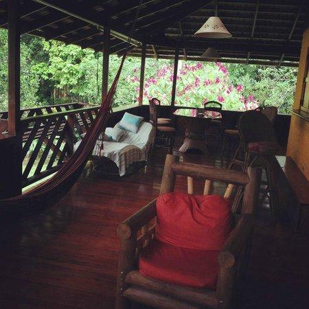 "Magic Moon Beach House: Wonderful outdoor ""living room"""