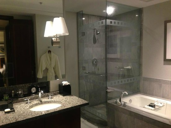 The Ritz-Carlton, Charlotte: Executive Suite Bathroom
