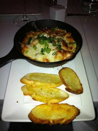 Houston Avenue Bar & Grill - Square Victoria: Some kind a Lobster dip... very salty!