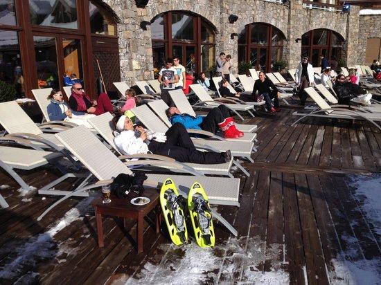 Club Med Serre-Chevalier: Petite détente en terrasse après une matinée de raquette