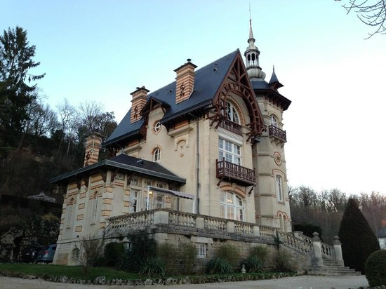 Chateau Les Roches: House