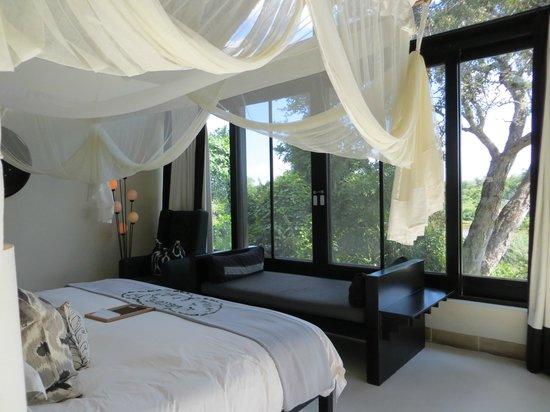 Lion Sands Ivory Lodge: day bed
