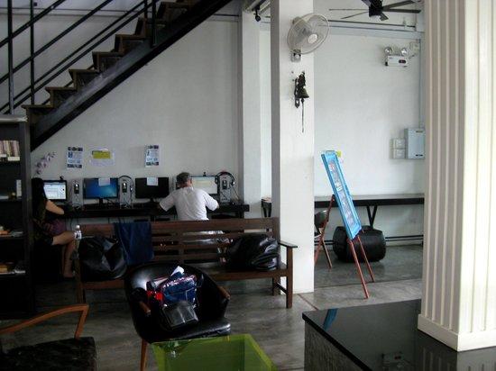 Pak-Up Hostel: Computer