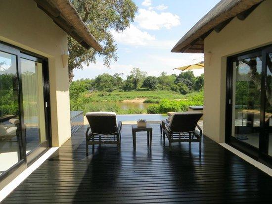 Lion Sands Ivory Lodge: deck