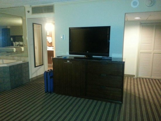 Best Western Premier The Central Hotel & Conference Center: Large HDTV in King Suite