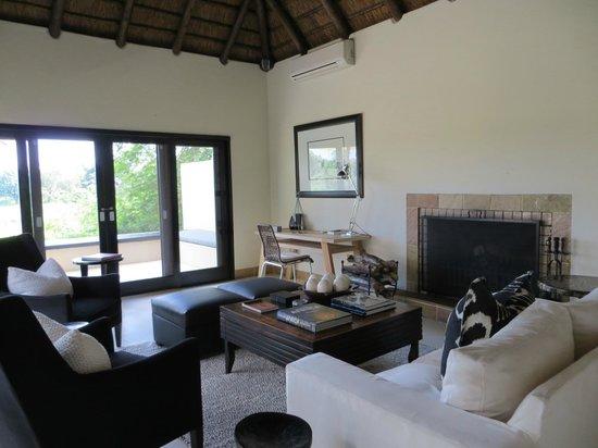 Lion Sands Ivory Lodge: living room