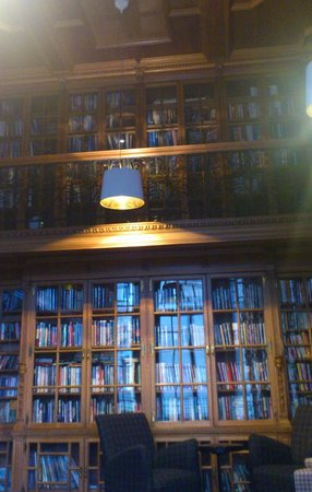 B+B Edinburgh: Library 2