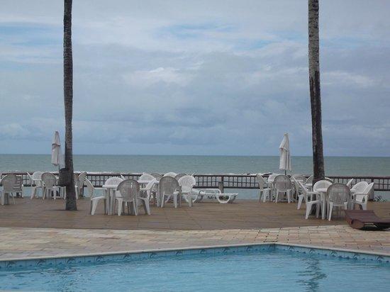 Saint Tropez Praia Hotel: O mar logo ali