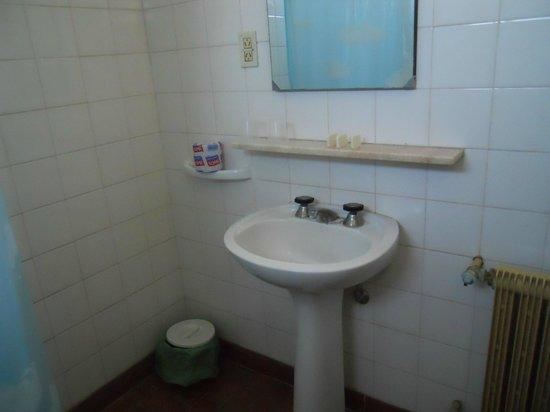 Hotel Central: No Hay Donde Apoyar Las Cosas Para El Baño