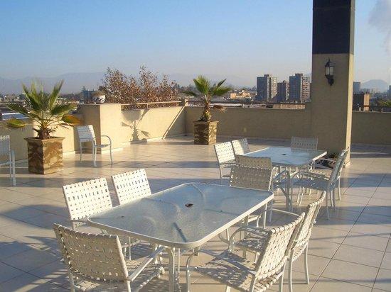 Imperio Suites: área externa, próximo ao restaurante e piscina.