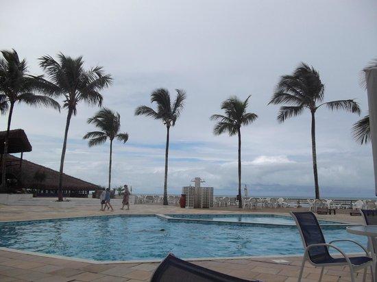 Saint Tropez Praia Hotel: Ao redor da piscina do hotel