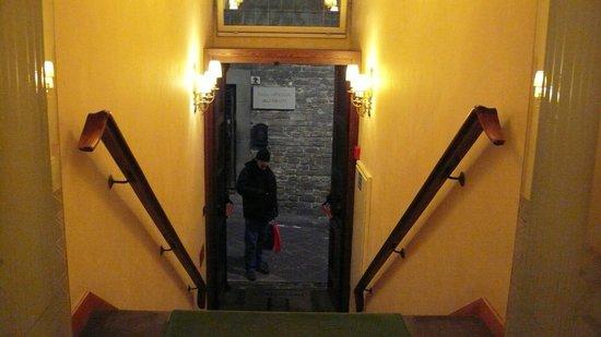 Hotel Hermitage: A entrada do hotel apresenta problemas de acessibilidade. Evite malas pesadas.