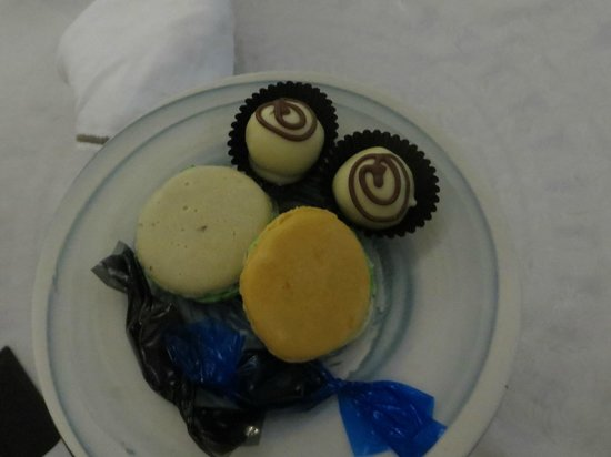 Majeka House: Petit fours