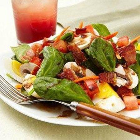 Jasmine's by the Sea: Spinach Salad