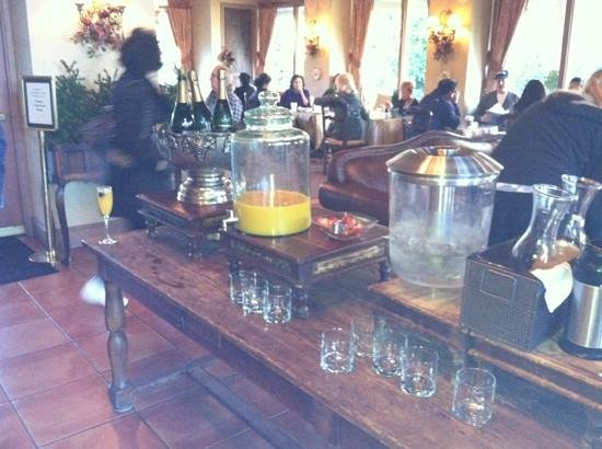 Vintage House: unlimited mimosas!
