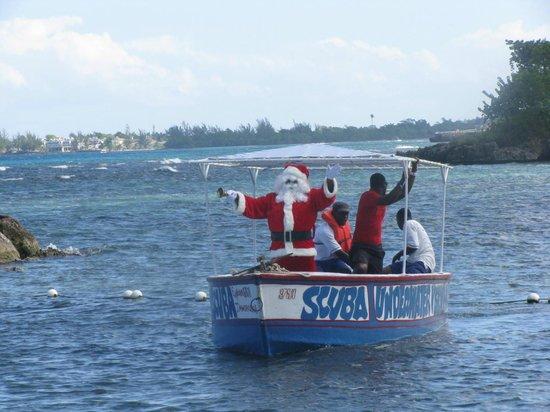 Club Ambiance: santa arriving