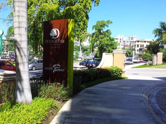 Doubletree by Hilton San Juan: hotel entrance
