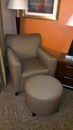 Holiday Inn Express Pittsburgh - Munhall: cozy chair