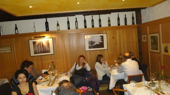 Sanotel Bad Gastein & Residenz: customers waiting for food
