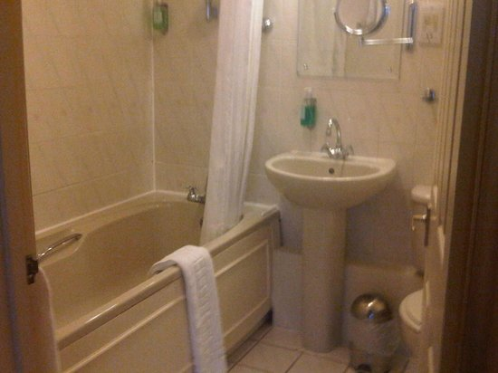 Best Western Plus Kings Lynn Knights Hill Hotel & Spa: bathroom
