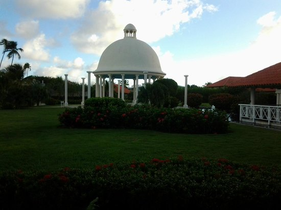 Melia Coco Beach: Beautiful grounds
