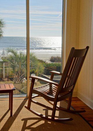 Hampton Inn & Suites Myrtle Beach/Oceanfront: lovely beach view in the lounge area