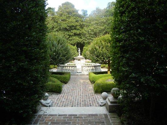 Elizabethan Gardens: Pic 11