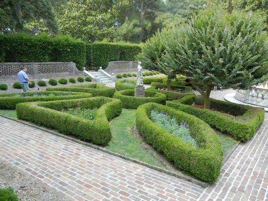 Elizabethan Gardens: Pic 33