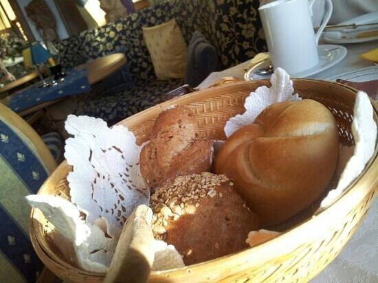 Hotel Karin: cestino di panini misti a colazione!