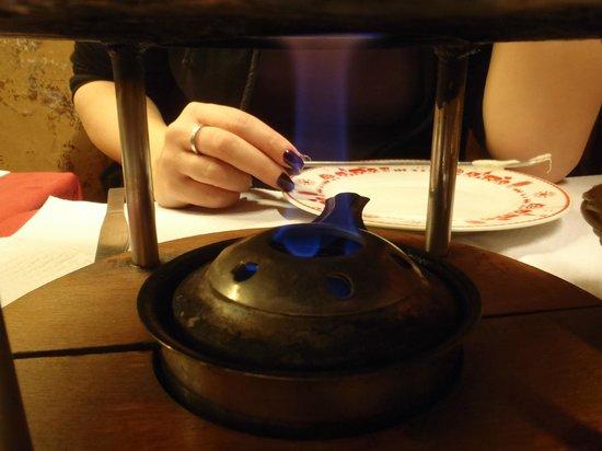 Le Refuge des Fondus: fondue burner