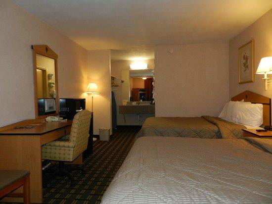 Rodeway Inn: Updated Double Queen Room