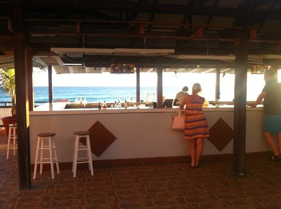 Barbados Beach Club: bar area