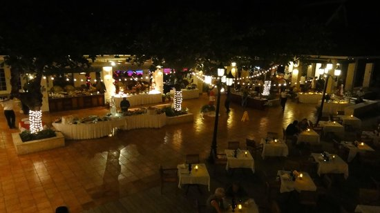 Sandals Montego Bay: Bayside at night