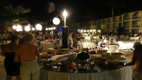Sandals Montego Bay: Beach side buffet Christmas eve was very well done