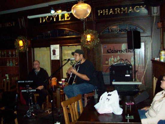 Waxy O'Connor's: Live music and decor of Waxy's
