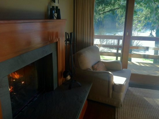 Tu Tu Tun Lodge: Fireplace in room with endless wood, preset for you!
