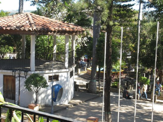Yuscaran, Honduras: View of Municipal Park from front porch area