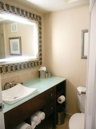 One Ocean Resort & Spa: Our small but comfortable bathroom