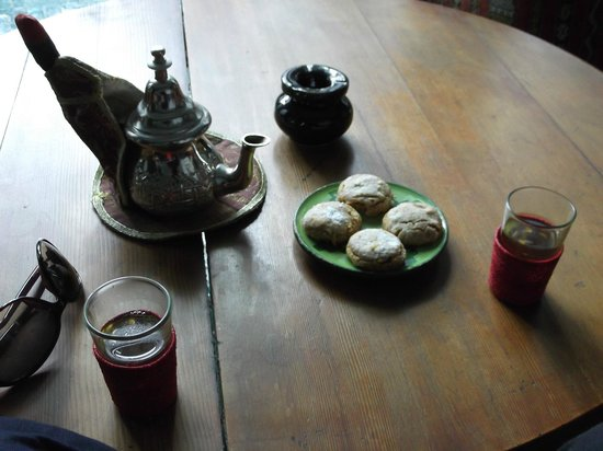 Riad Vert Marrakech: Mint tea and nut biscuit- must have