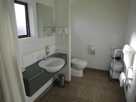 Best Western 555 On Bayview: bathroom # 17