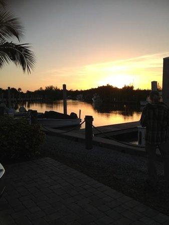 Everglades Isle RV Resort: sundown