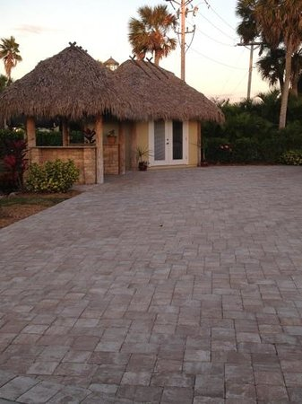 Everglades Isle RV Resort: RV Place with Kitchen and bathroom