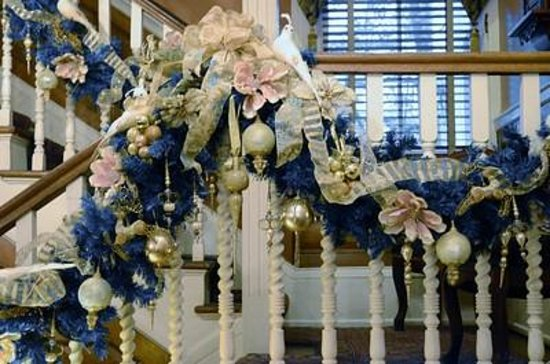 Ballastone Inn: Grand Staircase
