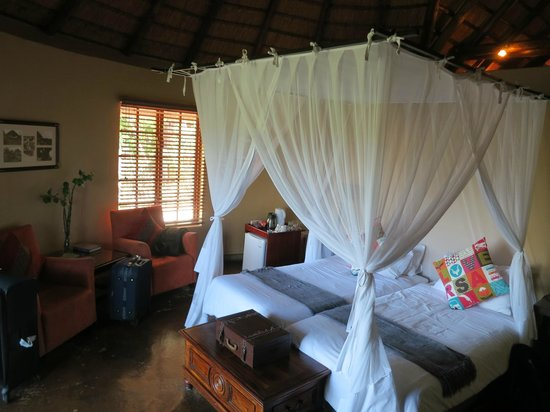 Elephant Plains Game Lodge: Two twin beds