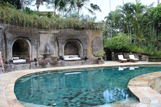 Warwick Ibah Luxury Villas & Spa: The beautiful salt water pool