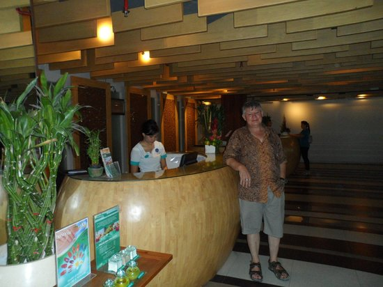 The ONE Legian: Reception Desk