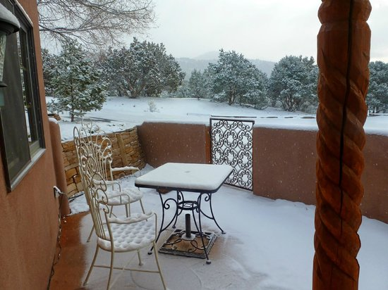 Ravens Ridge: Casita patio Christmas morning.