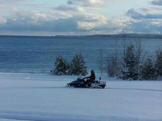 Inn at Cobble Beach Resort and Spa : Snowmobiling at Cobble Beach