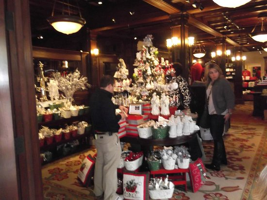 Crown Room at Hotel Del Coronado: One of the shopes